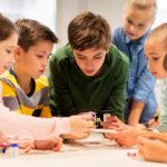 Reunión de niños y jóvenes